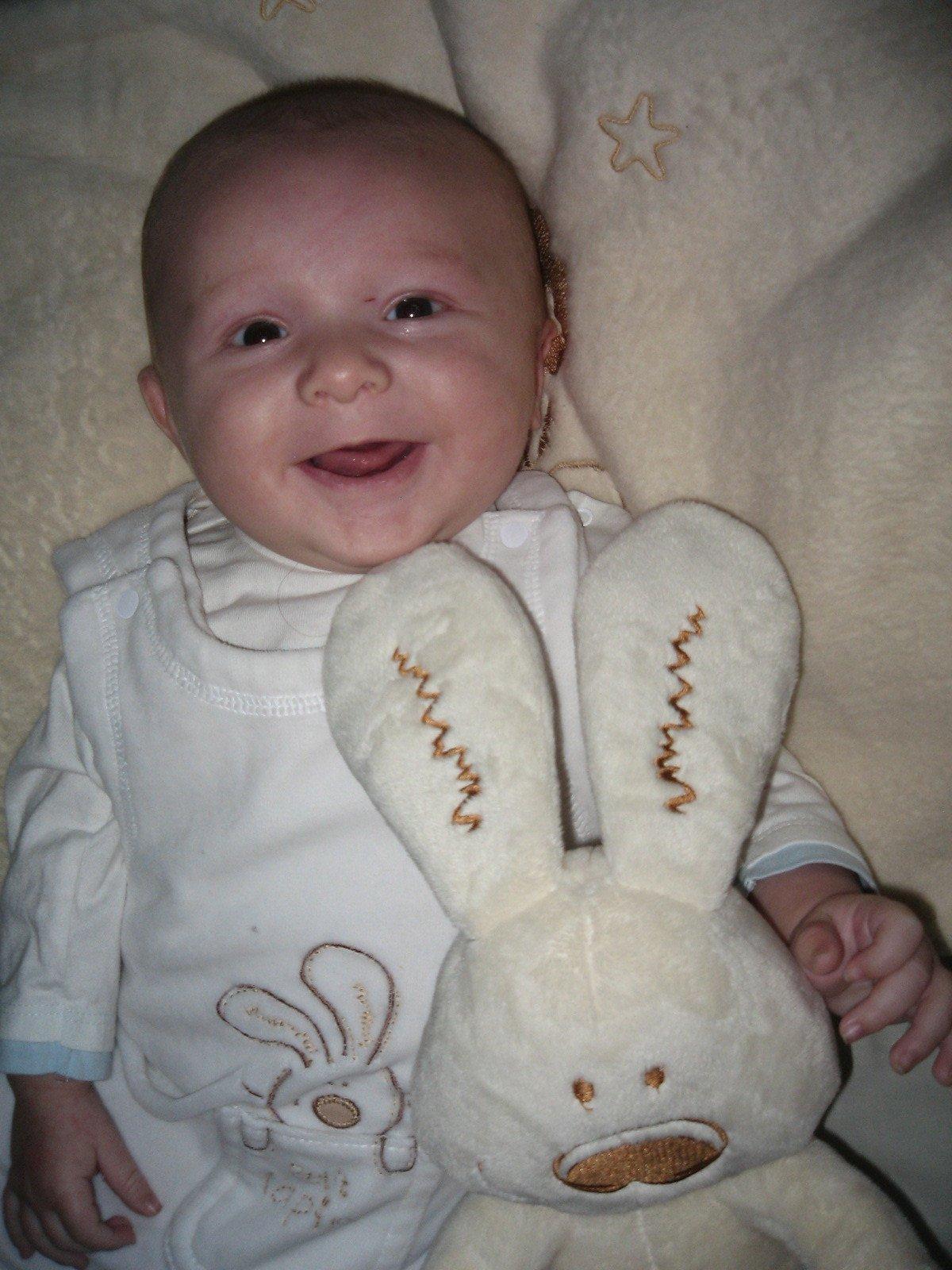 Gabriel et lapin blanc 2